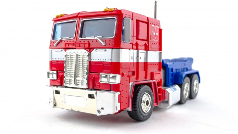 Hasbro Masterpiece Optimus Prime MP10 001.jpg