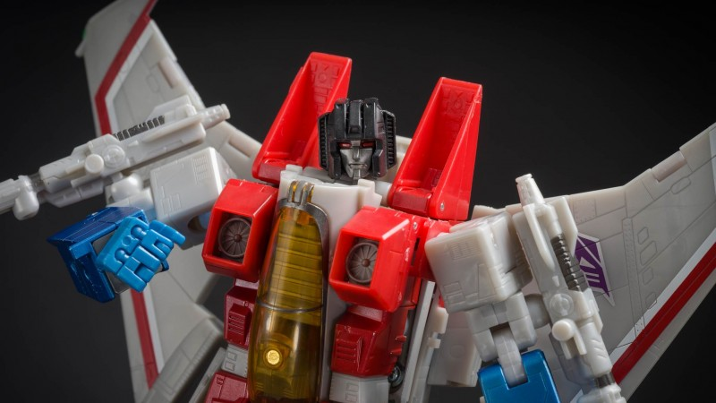 Masterpiece Starscream 06.jpg