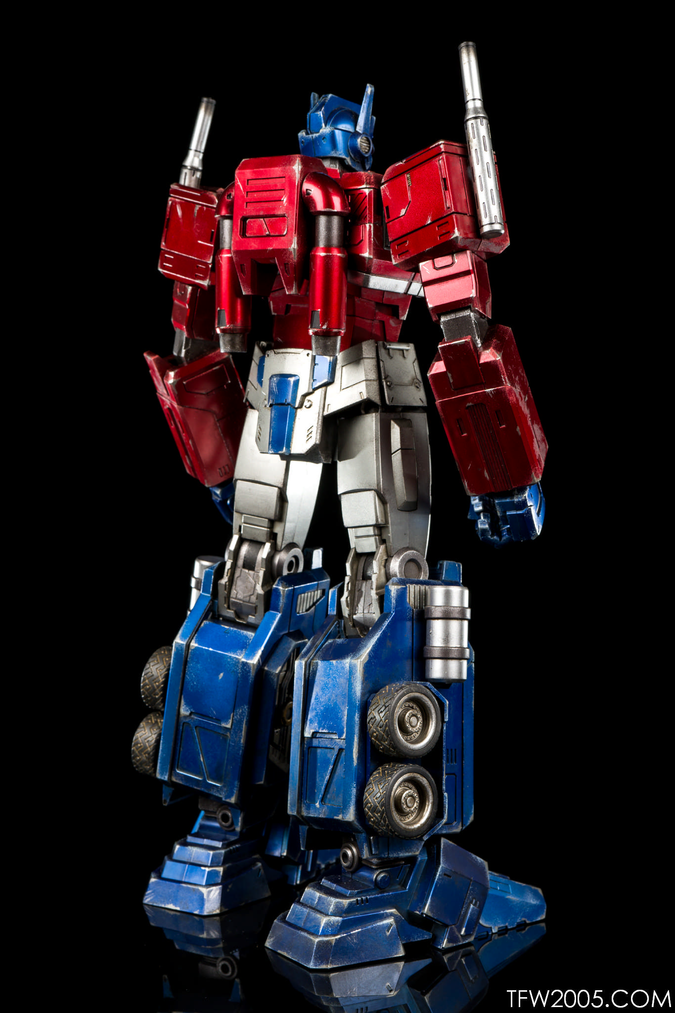 Optimus Prime (G1) - Reflector @ TFW2005