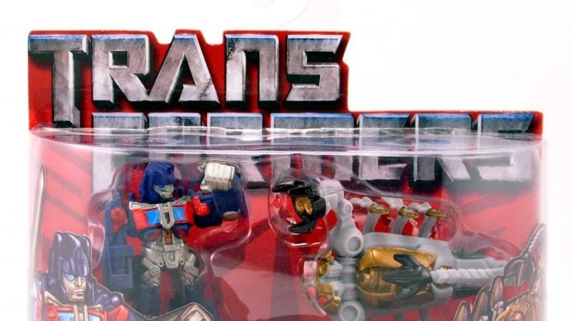 000 Optimus Prime Scorponok.jpg